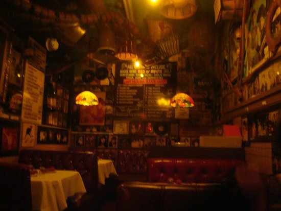 Battista's Hole in the Wall : one of many dinning areas
