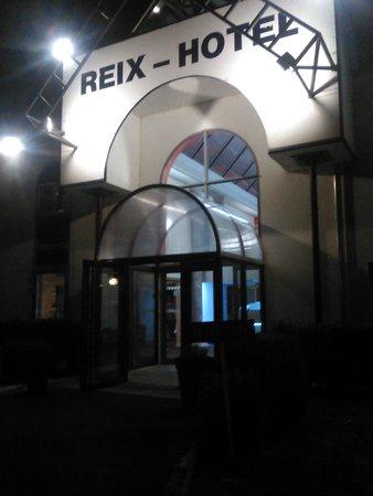 Reix Hotel : Entrée de l'hôtel