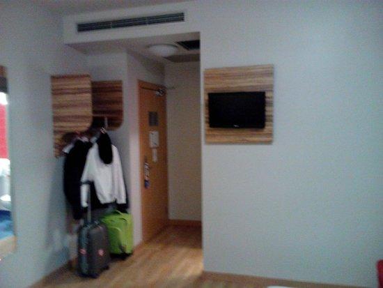 Travelodge Madrid Alcala: Entrada habitacion