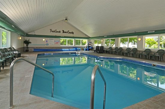 parkwood lodge indoor pool and hot tub - Cool Indoor Pools With Fish