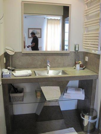 Maison de Myon : bathroom
