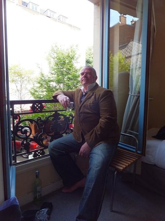 Hotel des Carmes : Watching the world go by at the window