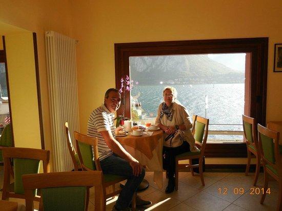 Hotel Bellavista: Colazione con vista lago