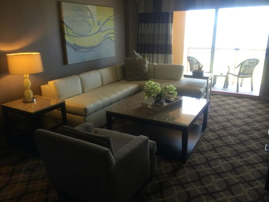 Golden Nugget Biloxi : Leather couches were very comfortable