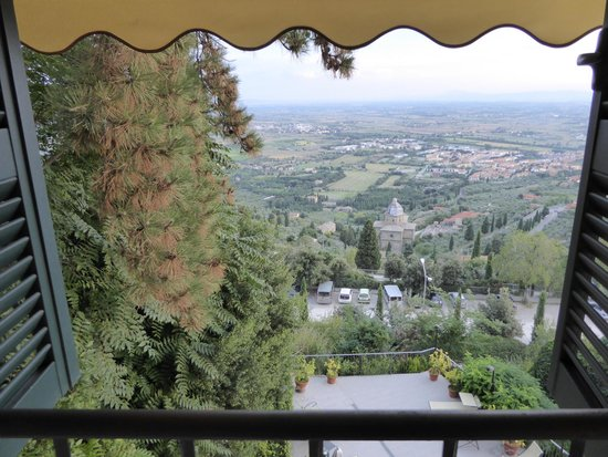 Hotel San Luca : View from room overlooking garden and Val di Chiana.
