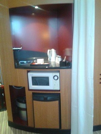 Novotel Suites Lille Europe hotel : Four à micro ondes