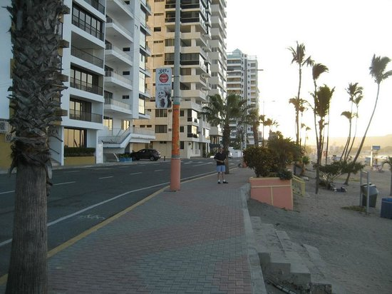 Playa Las Salinas: Quite streets this time of year