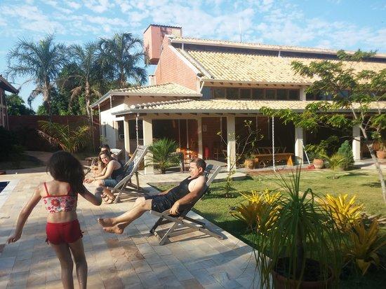 Pousada Galeria Artes: relaxing at the pool....