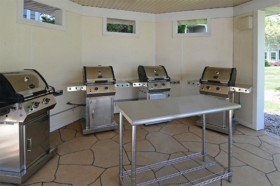 Egg Harbor, Wisconsin: Gas grills and picnic area