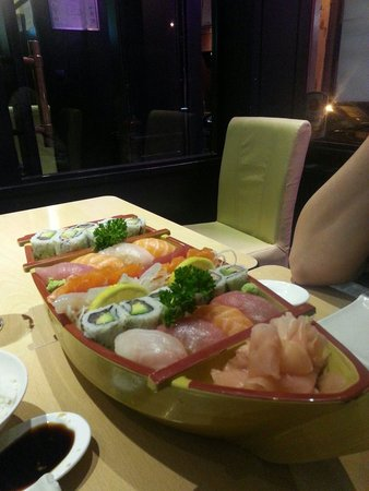 Yokorama : Shushi boat for couples. Relly good!