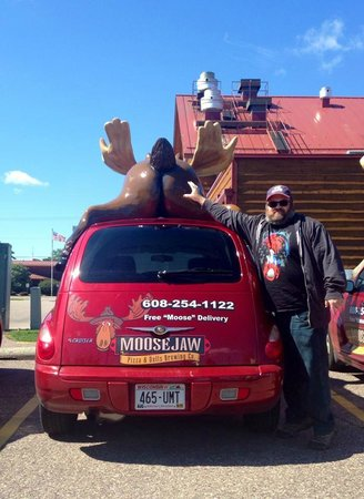 Moosejaw Pizza & Dells Brewing Co.: T.Scott w/Moose