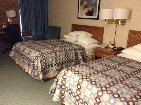 Pear Tree Inn St. Louis Airport: very comfortable room