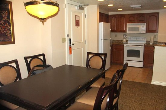 Wyndham Grand Desert: diningroom to the right of the doorway