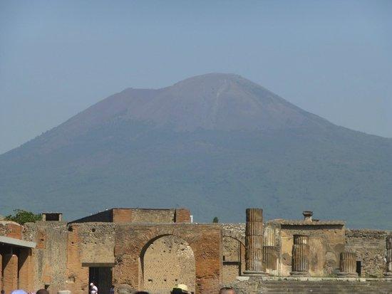 Pompeii Archaeological Park: Vesuvius overlooking Pompeii!