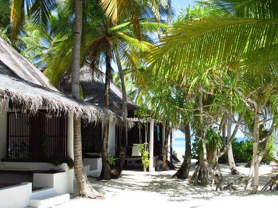 Angaga Island Resort & Spa : Beach bungalows before renovation