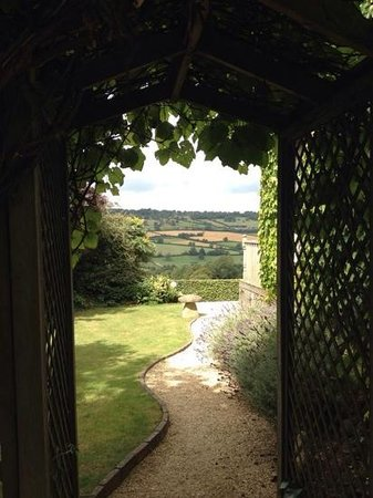 Ashley Wood Farm: View through the archway