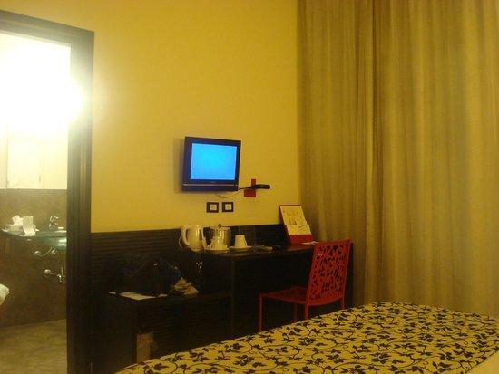 Hotel Garibaldi: Habitación