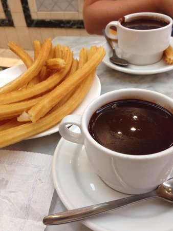 Delicious hot chocolate with churros: fotografía de Chocolateria San ...