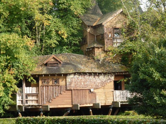 The Treehouse Restaurant at the Alnwick Garden: View from the gardens