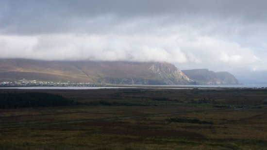 Achill Lodge: View of Achill Cliffs from Keel