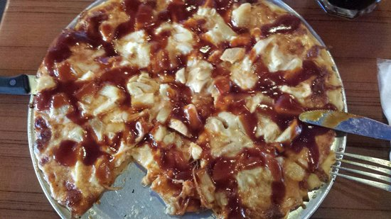 Anthony's Grill: BBQ Pizza