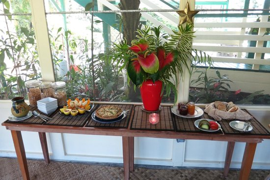 Hale Moana Bed & Breakfast: Part of The Breakfast Buffet