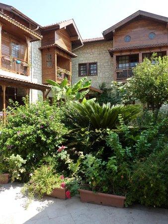 Villa Onemli Hotel: pleasant garden for breakfast or night cap drink