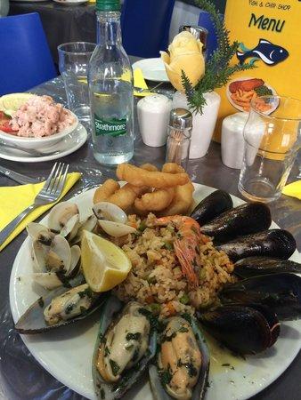 Seashell Fish & Chip Shop: салат из креветок и микс из морепродуктов с рисом