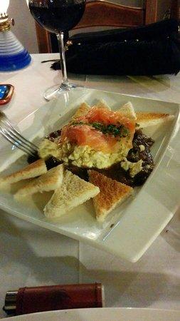 Restaurante CASA DANI: Huevos revueltos con setas, gambas y salmón