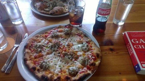 Pizzeria Toro : Fennel sausage and mozzerella pizza
