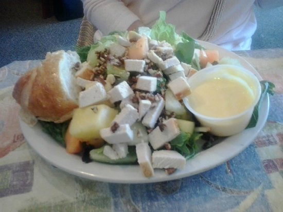 Downtown Cafe: Chicken Fruit Salad