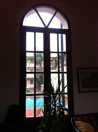 Don Antonio Posada : vista do pátio pela janela de uma das salas