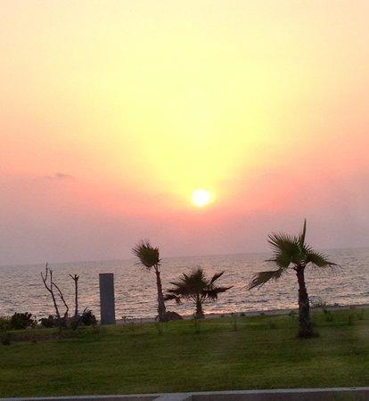 أمفورا هوتل آند سويتس: Sunset from room 104