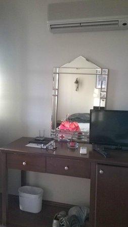 Hotel Altinsaray: miroir même pas accroché