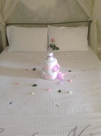 Artemis Villas : birthday towels!!