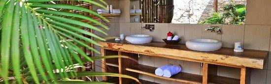 Paradise Cove Resort: Bathroom