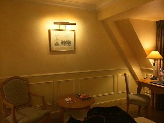 Hotel Lotti Paris: Quaint