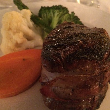 Topiarys Restaurant & Lounge : Filet Mignon