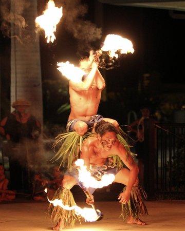 Te 'E'a O Te Turama Hula Halau: Fire dancers
