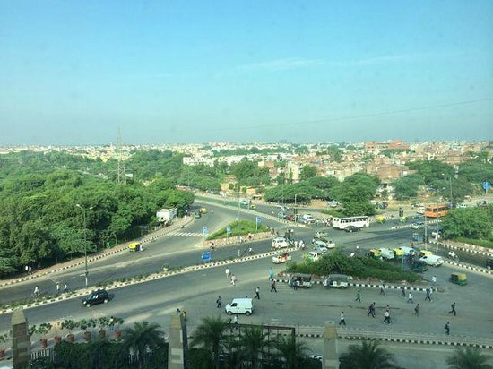 Crowne Plaza Today New Delhi Okhla: My room faced a busy intersection but was not too noisy