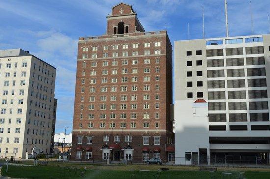 Baymont Inn & Suites Atlantic City Madison Hotel : Baymont Inn from a distance