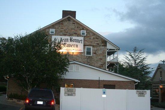 Jean Bonnet Tavern: Exterior