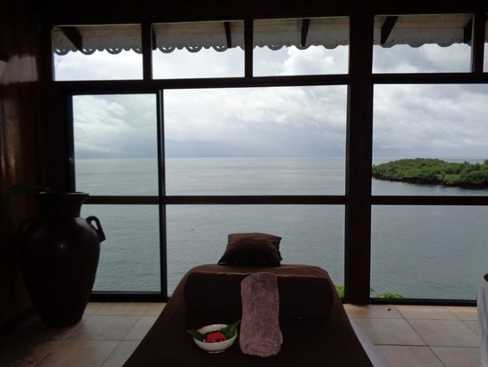 Ti Kaye Resort & Spa: Massage room overlooking the water from the cliff