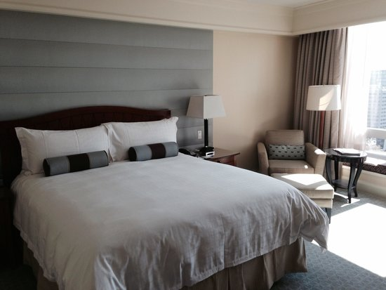 Four Seasons Hotel San Francisco: Spacious room