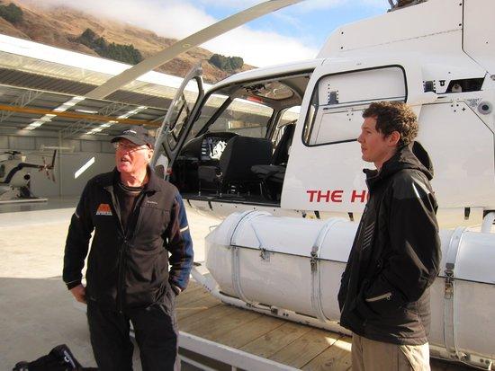 Harris Mountains Heli-Ski : At the heli hangar