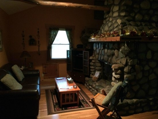 Old Man's Haven : GORGEOUS dual fireplace!   Cabin #4