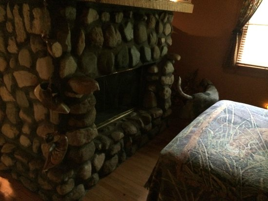 Fireplace in Cabin 4 - Picture of Old Man's Haven, Logan - TripAdvisor