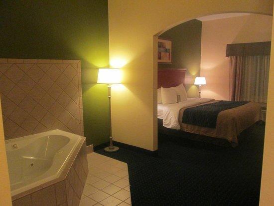 Comfort Inn & Suites Chipley: Jacuzzi King Bed Suite
