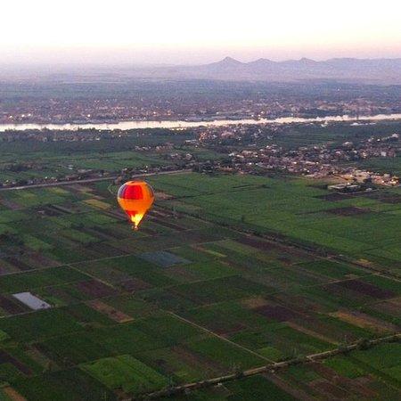 Sindbad Hot Air Balloons: West bank, looking East