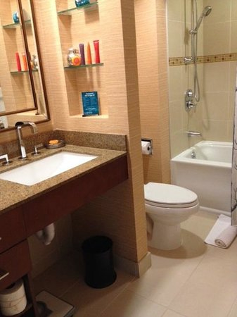 Kimpton RiverPlace Hotel : Clean & Modern